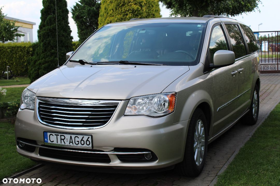 Chrysler Town & Country - 1