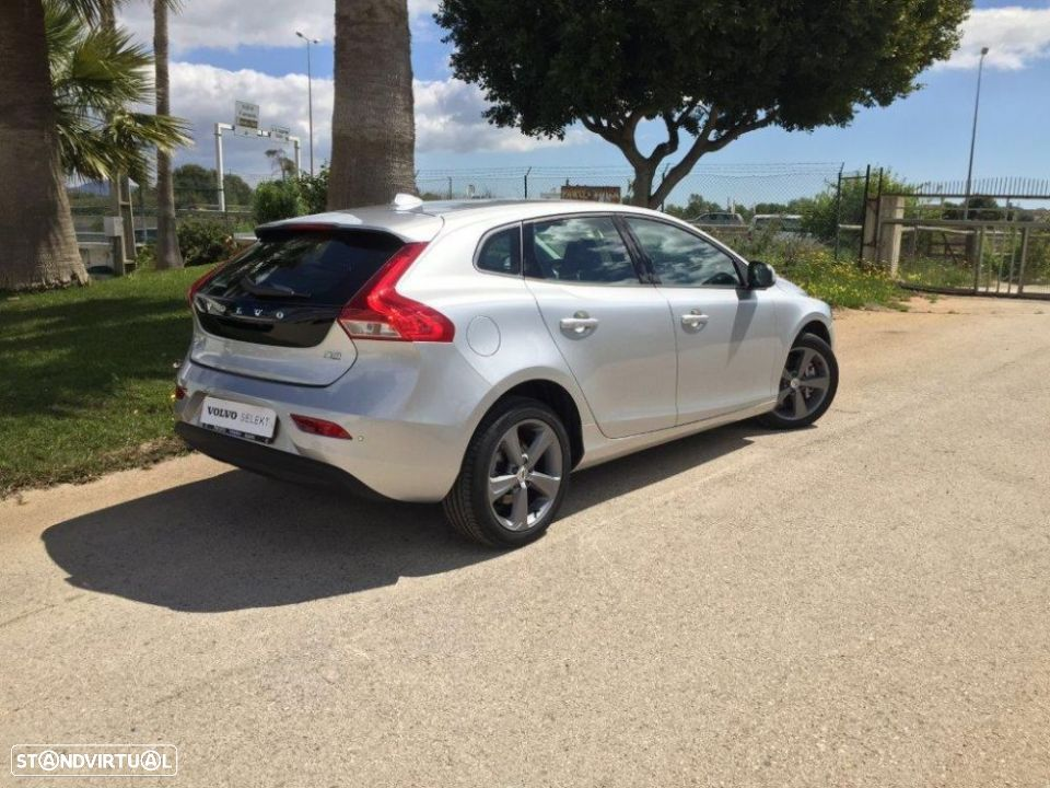 Volvo V40 2.0 d2 momentum geartronic - 36