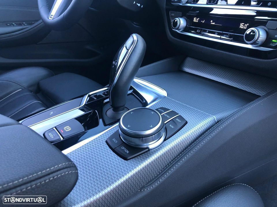 BMW 520 d Touring Pack M - 34