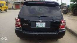 Supperclean Toyota Highlander 2003model