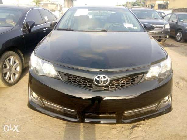 2012 Toyota camry SE black in good condition Lagos Mainland - image 1
