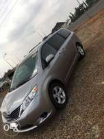 Super clean Toyota Sienna 2011 model for sale