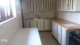 Bryanston Lovely 2 bed 2 bath open plan cottage to rent