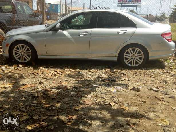Pristine Tokunbo 2008 Mercedes Benz C-300 4matic (Lagos cleared) Surulere - image 3
