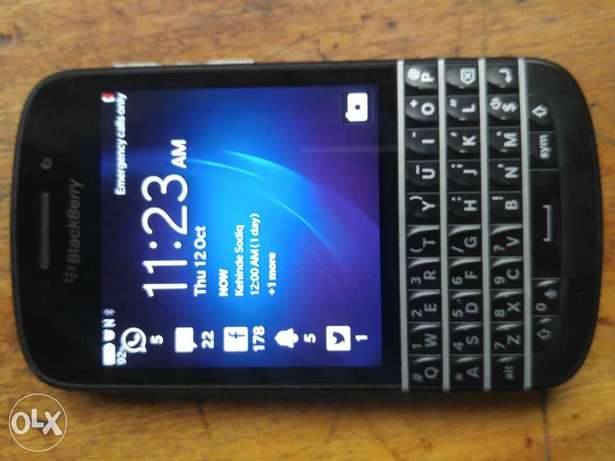 Clean BlackBerry Q10 working perfect  - image 3