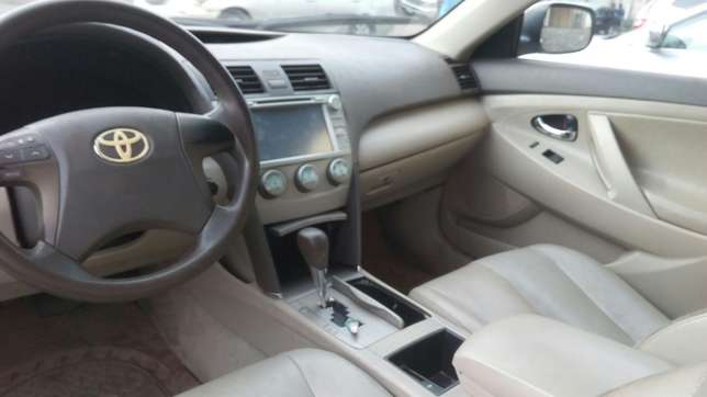 Check this toyota camry out a/c auto drive leather seat Ikeja - image 7