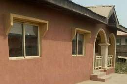 3 bedrooms bungalow for sale in Agunblewo Area. Osogbo.