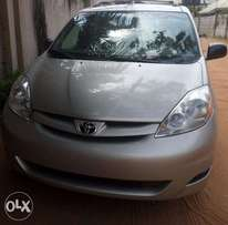 Nice buy & rejoice toyota sienna xle 07. For sale in asaba