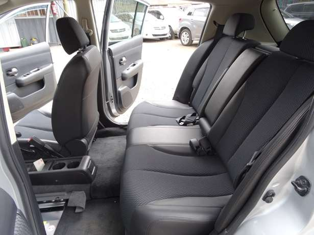 Nissan Tiida silver colour 2010 model excellent condition Kilimani - image 6
