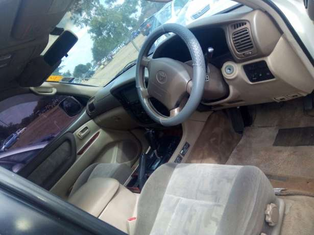 landcruiser Vx Petrol v8 well maintained car on quick sell Nairobi CBD - image 7