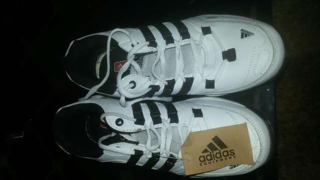 Adidas sports shoes size 41 Kiaora - image 4