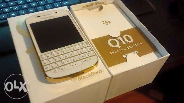 Blackberry Q10 gold and white edition