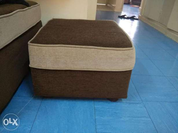 Sofa 7 seater , bed king size and coffee table for sale Ngara East - image 2