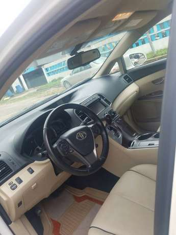 Clean 2014 Used Toyota Venza for sale Lekki - image 3