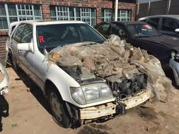 Mercedes Benz S500 W140 stripping for parts