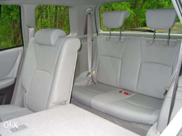 Super clean 06 toyota highlander 7 seater , 3rd row. tincan cleared. Lagos Mainland - image 5