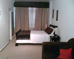 Furnished studio unit to rent- Illovo Rosebank- R8900p/m