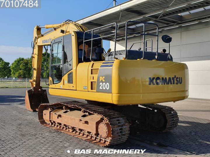 Komatsu PC200-8 Nice and clean condition - 2016 - image 2