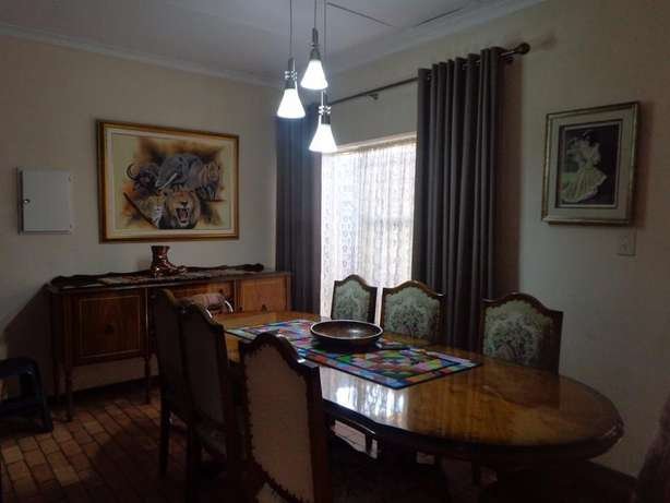 Spacious three bedroom townhouse up for sale Sinoville - image 5