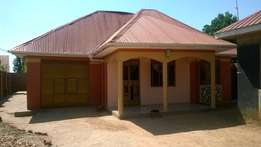 A 3 bedroom house for rent in bubuli at 800,000