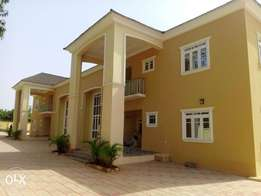 4bedroom semidetached duplex with 2sitting and a study room with 2rm