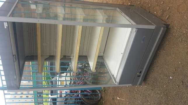 New arrived display chiller with warranty very smart in perfect cond Nairobi CBD - image 3