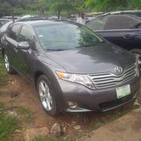 Few Month Nig-Used Toyota Venza, 2011. Key-less Entry, XLE, Very OK