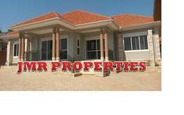 Attention 4 bedroom bungalow for sale in Kitende at 500m