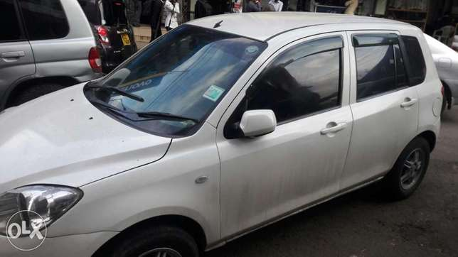 Quick sale..Mazda Demio...clean and vwell maintained prs car Kenyatta - image 3