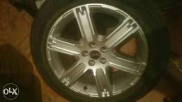 Range Rover rims with tyres