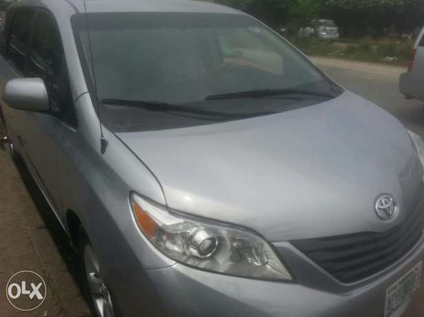 One year used toyota sienna 2012 tincan cleared Apapa - image 1