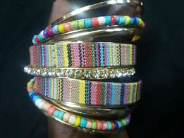 A pack of 7 to 9 pieces of ladies Bangles