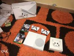 Xbox one s 500gb/Go with 2pads n FIFA 18