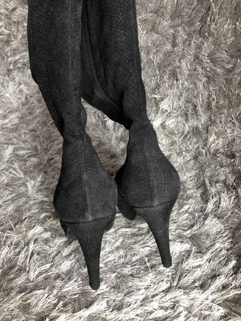 Kozaki czarne Kazar na szpilce i platformie, skóra wężowa