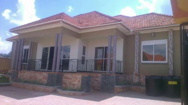 Majestic 4 bedroom mansion in kira 460m Kampala - image 1
