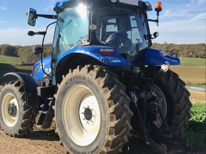 New Holland T6.140 Auto Command - 2015 - image 2