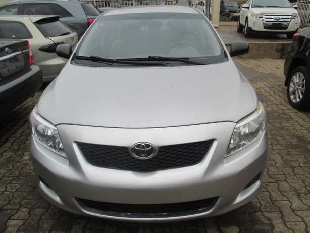 Very Clean Toyota Corolla 010, Silver, Tokunbo Lagos Mainland - image 1