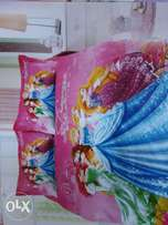 Princess comfoter with a fitted bedsheet and a pillowcase