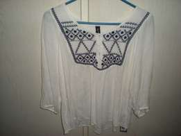 Pick 'n Pay white embroidery top size XL