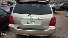 Neatly used Toyota Highlander for sale.