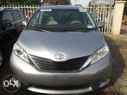 Extremely Clean Toyota Sienna 013, Tokunbo