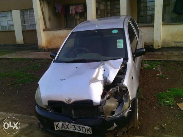 Toyota Vitz kax auto 1000cc small accident asking 170k Parklands - image 5