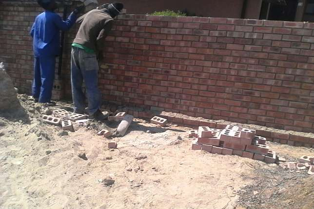 Building , painting , renovations , steel work Emalahleni - image 1
