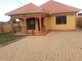 Perfect house on urgent sale at 168m on 50x100ft with atitle namugongo