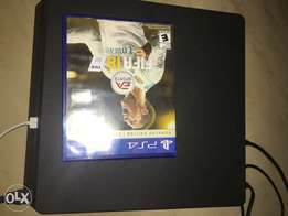 PlayStation 4 slim 500G plus FIFA 18( Ronaldo Edition)