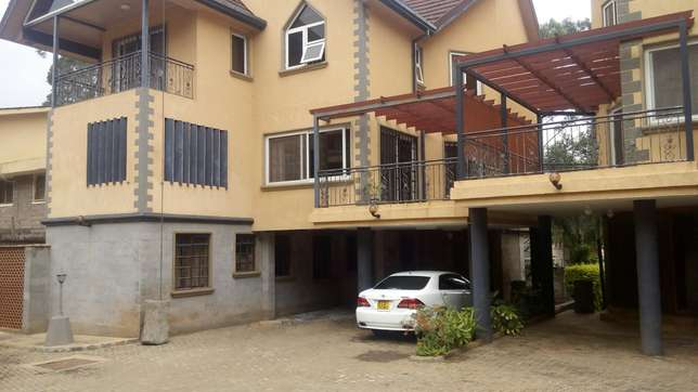 A 5 bedroom townhouse spacious rooms for letting letting. Westlands - image 1