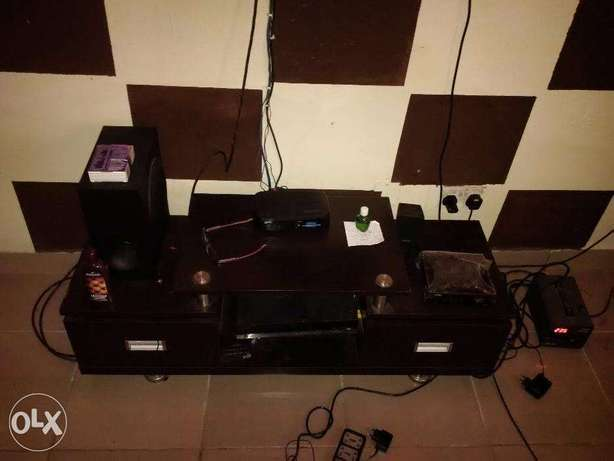 Looking for a room mate to share an apartment (Male or Female) Ajah - image 2