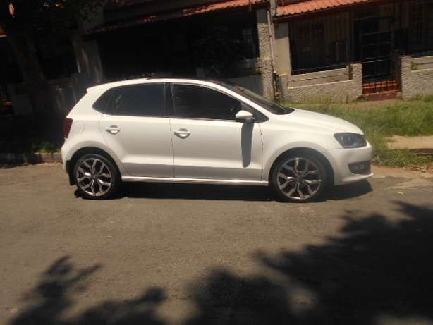 2013 VW Polo 6 1.4 with mags and a panoramic sunroof for sale Johannesburg - image 5