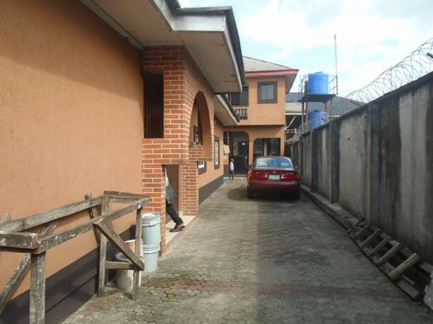 A well finished 2 bedroom bungalow at Eliowhani farm road by Deliosa h Port-Harcourt - image 1