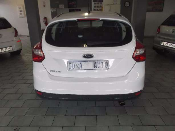Pre Owned 2012 Ford Focus 1.6 t/l Johannesburg - image 6